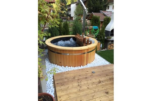 bain nordique en plastique et bois trait thermiquement hot tub team. Black Bedroom Furniture Sets. Home Design Ideas