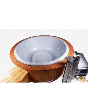 Spa avec seuil en bois et bord en fibre de verre